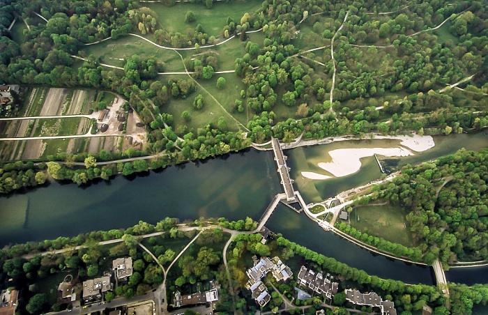 München Luftbild aus Zeppelin: Englischer Garten (Hirschau) und Isar Mittlere-Isar-Kanal Oberföhring Stauwehr Oberföhring