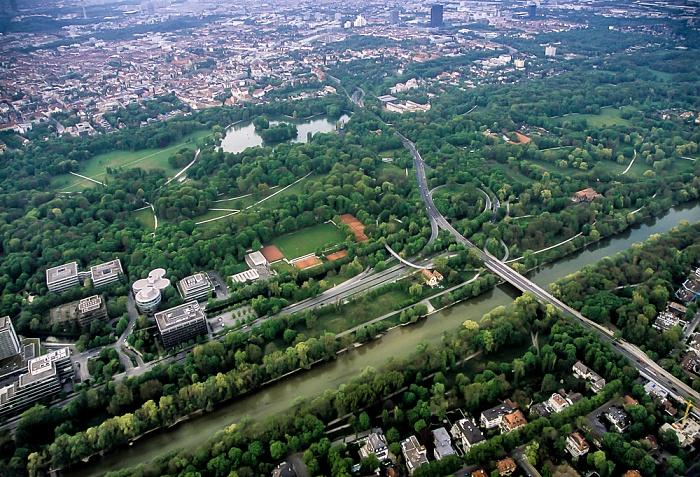 Luftbild aus Zeppelin: Englischer Garten mit dem Isarring München