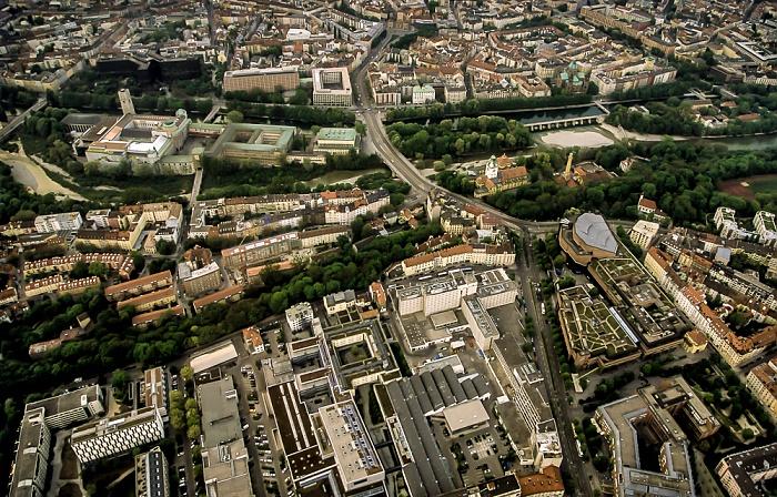 Luftbild aus Zeppelin: Altstadt (oben), Haidhausen-Au (unten) München 2011