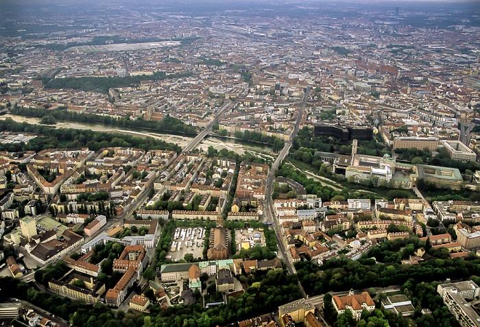 Luftbild aus Zeppelin: Altstadt (oben), Au (unten) München
