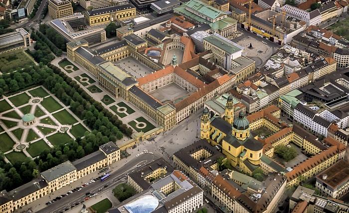München Luftbild aus Zeppelin: Residenz Feldherrnhalle Hofgarten Ludwigstraße Max-Joseph-Platz Nationaltheater Odeonsplatz Theatinerkirche
