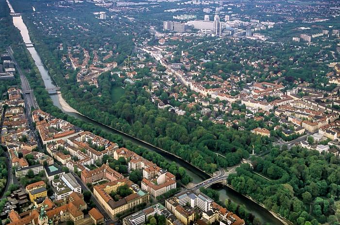 München Luftbild aus Zeppelin: Lehel, Isar, Bogenhausen Arabellapark Friedensengel Hypo-Hochhaus John-F.-Kennedy-Brücke Max-Joseph-Brücke Oberföhring Prinzregentenbrücke Stauwehr Oberföhring