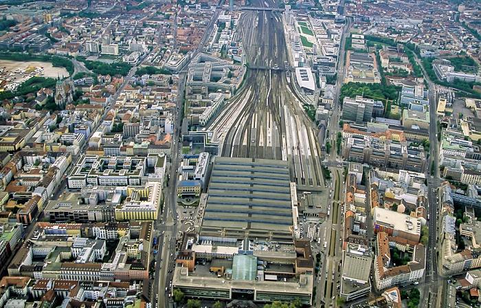 Luftbild aus Zeppelin: Schwanthalerhöhe, Bahnstrecke Hauptbahnhof - Pasing, Maxvorstadt München 2011