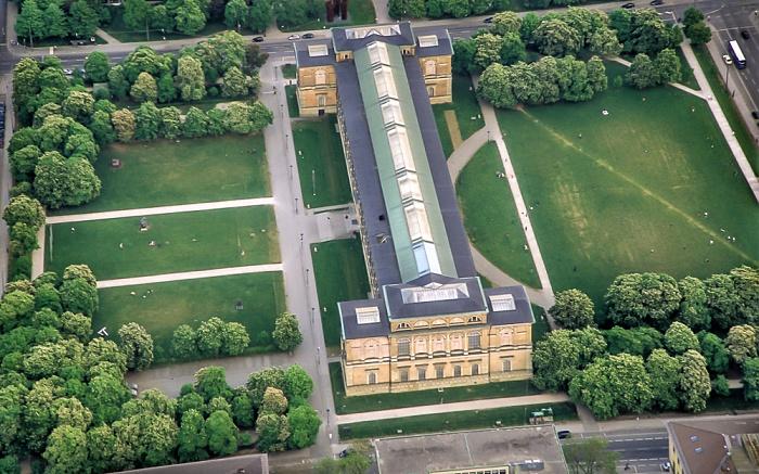 Luftbild aus Zeppelin: Kunstareal München in der Maxvorstadt - Alte Pinakothek