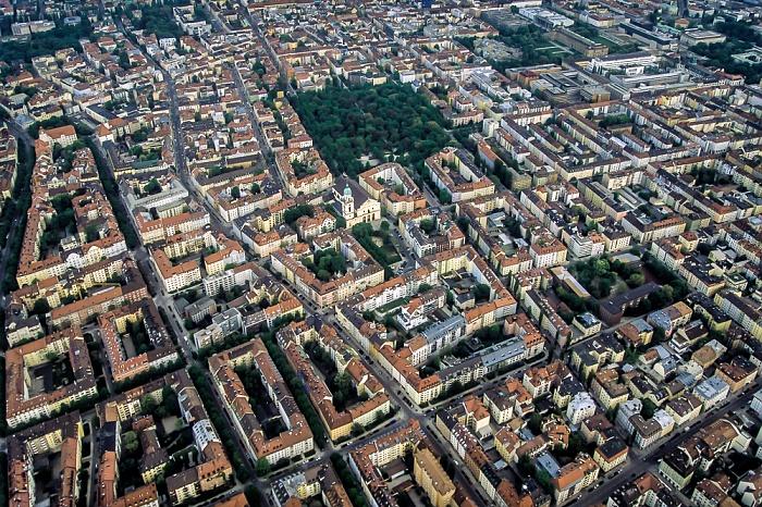 Luftbild aus Zeppelin: Schwabing (links), Maxvorstadt München 2011