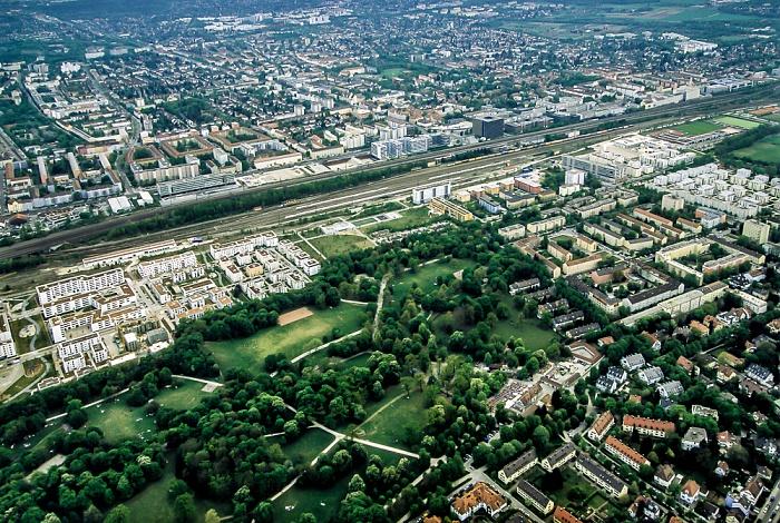 Luftbild aus Zeppelin: Laim, Bahnstrecke Hauptbahnhof - Pasing, Nymphenburg-Neuhausen (von oben) München 2011