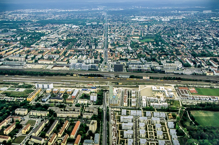 Luftbild aus Zeppelin: Laim, Bahnstrecke Hauptbahnhof - Pasing, Neuhausen-Nymphenburg (v.o.) München 2011