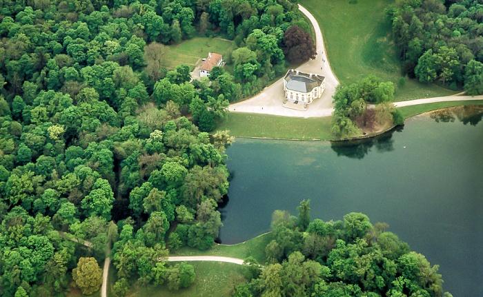 Luftbild aus Zeppelin: Schlosspark Nymphenburg mit der Badenburg München 2011