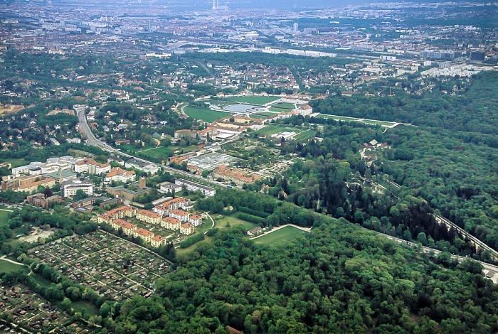 Luftbild aus Zeppelin: Nymphenburg München 2011