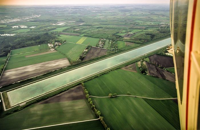 Luftbild aus Zeppelin: Regattastrecke Oberschleißheim