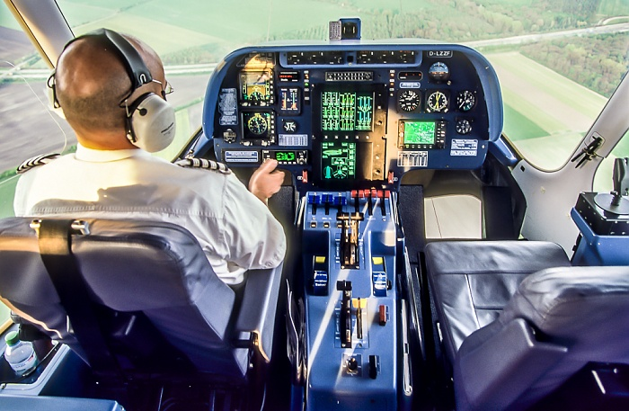 Cockpit des Zeppelin NT München 2011