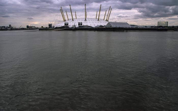 London Blick von Blackwall auf Themse und Greenwich Peninsula mit The O2 (Millennium Dome)
