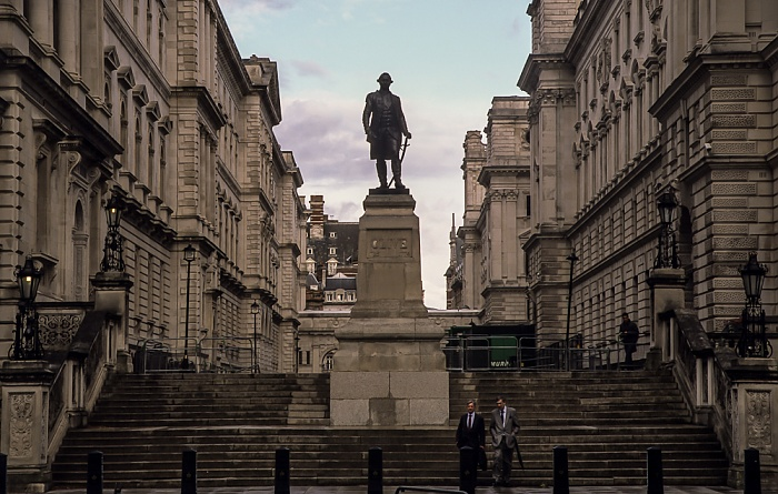 City of Westminster (Whitehall): King Charles Street - Robert-Clive-Denkmal London 2011