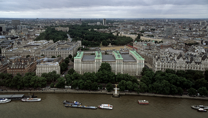 Blick aus dem London Eye Buckingham Palace Foreign and Commonwealth Office HM Revenue and Customs HM Treasury Horse Guards Parade Ministry of Defence Norman Shaw Building Old Admiralty Building Royal Air Force Memorial Royal Horseguards Hotel St James's Park Themse