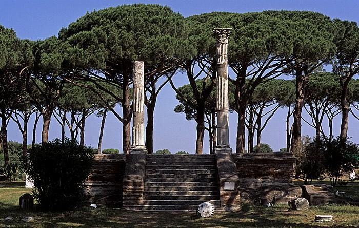 Ostia Antica: Forum der Zünfte mit dem Ceres-Tempel