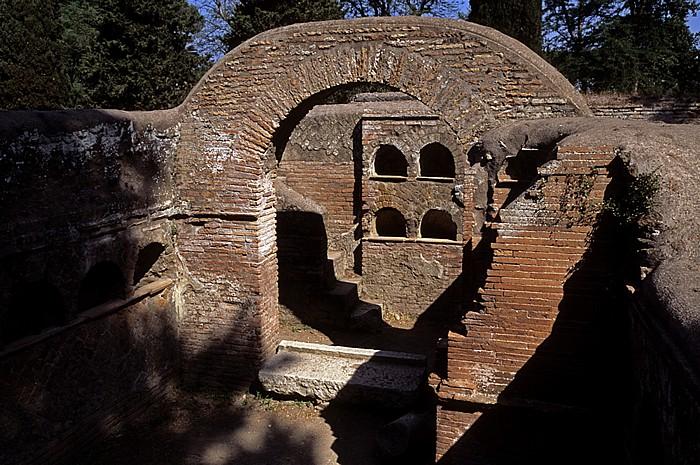Ostia Antica: Nekropolis - Zwillingskolombaren