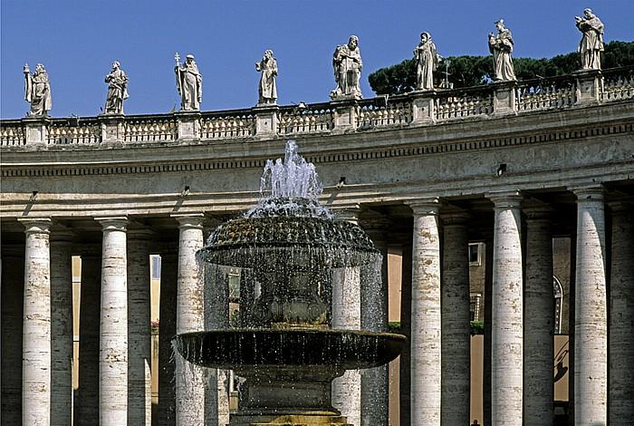 Vatikan Petersplatz: Kolonnaden und Brunnen