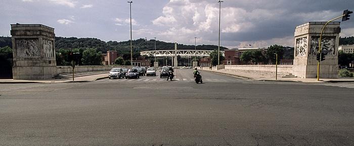 Lungotevere Flaminio (links), Ponte Duca d'Aosta, Lungotevere Grande Ammiraglio Thaon di Revel (rechts) Rom