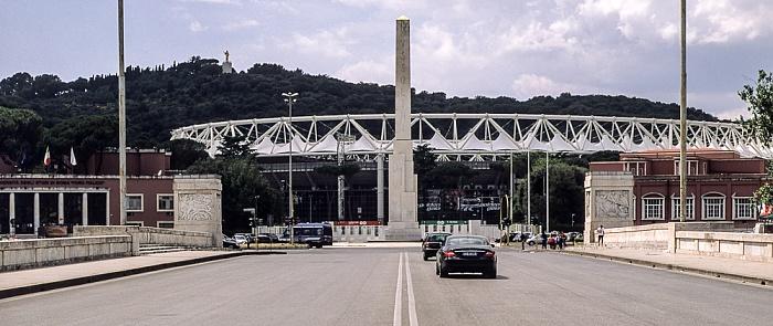 Rom Ponte Duca d'Aosta, Foro Italico mit Mussolini-Obelisk und Stadio Olimpico (Olympiastadion), Monte Mario