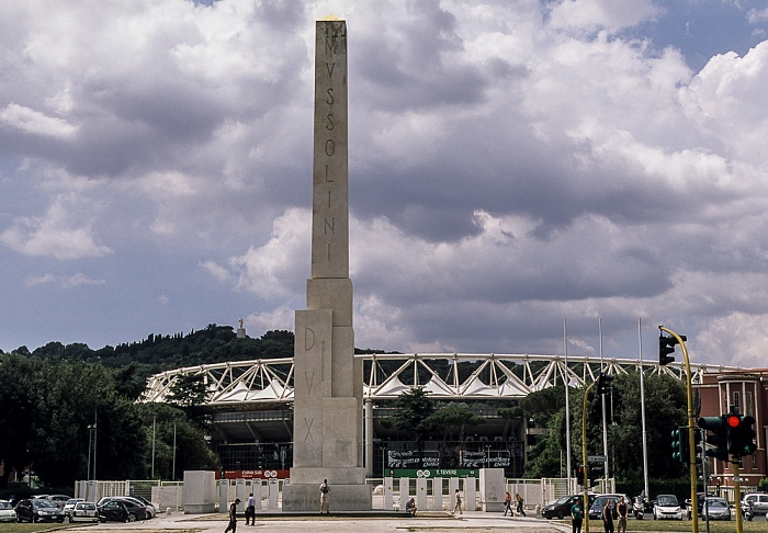Foro Italico: Mussolini-Obelisk und Stadio Olimpico (Olympiastadion) Rom