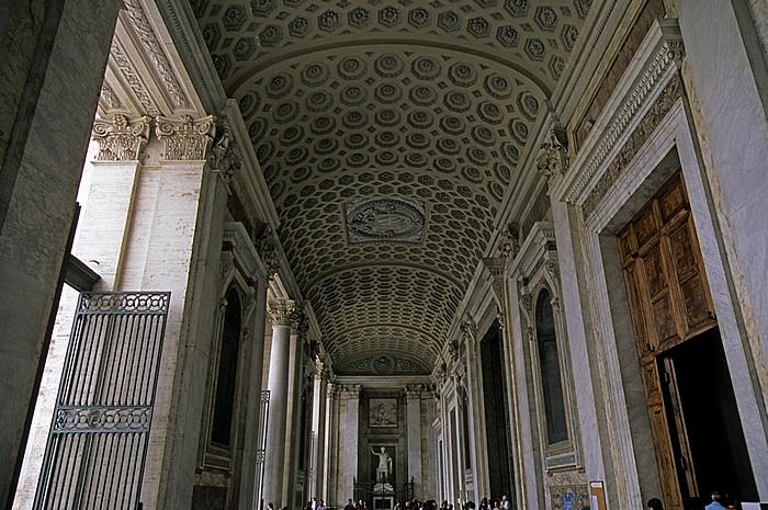 Rom Lateranbasilika (San Giovanni in Laterano): Portikus