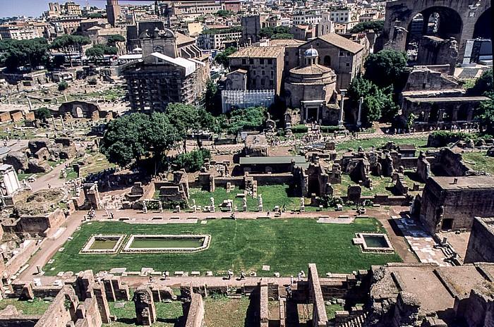 Blick vom Palatin: Forum Romanum Haus der Vestalinnen Tempel des Antonius und der Faustina Tempel des Romulus