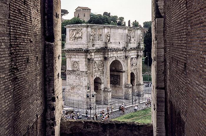 Blick vom Kolosseum: Konstantinsbogen Rom