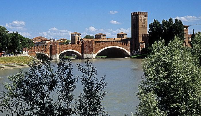 Centro Storico (Altstadt): Etsch (Adige), Ponte Scaligero Verona 2011