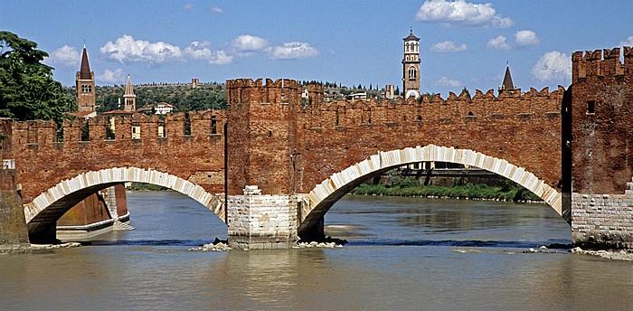 Centro Storico (Altstadt): Etsch (Adige), Ponte Scaligero (Skaligerbrücke) Verona
