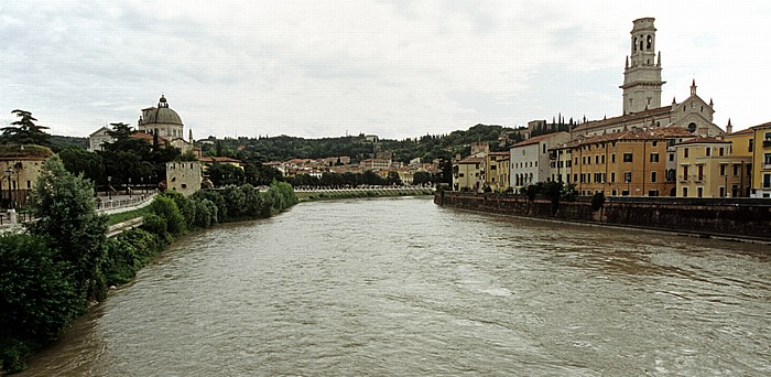 Centro Storico (Altstadt) - Blick von der Ponte Garibaldi: Etsch (Adige) Verona 2011