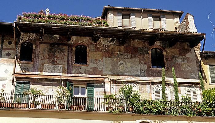 Centro Storico (Altstadt): Piazza delle Erbe - Casa Mazzanti Verona