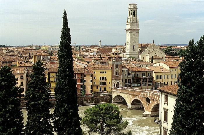 Centro Storico (Altstadt): Blick vom Römischen Theater (Teatro Romano di Verona) Verona