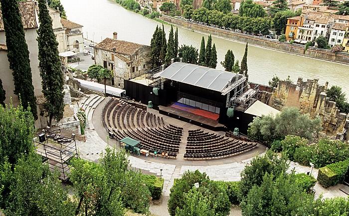 Centro Storico (Altstadt): Römisches Theater (Teatro Romano di Verona), Etsch (Adige) Verona