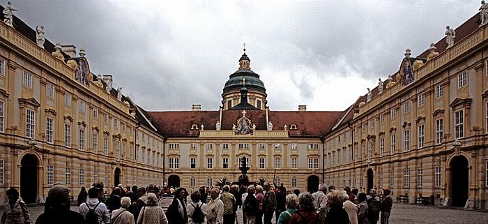 Stift Melk: Prälatenhof, Kuppel der Stiftskirche