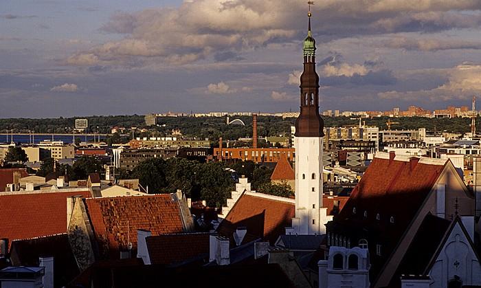 Altstadt: Blick vom Domberg - Unterstadt mit der Heiliggeistkirche (Püha Vaimu kirik) Tallinn 2011