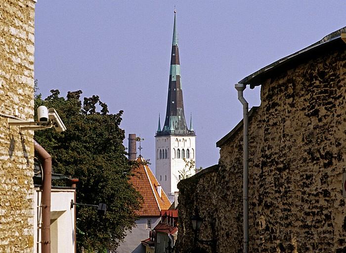 Altstadt: Langer Domberg (Pikk Jalg) zwischen Domberg und Unterstadt, Tor am Langen Domberg Tallinn 2011