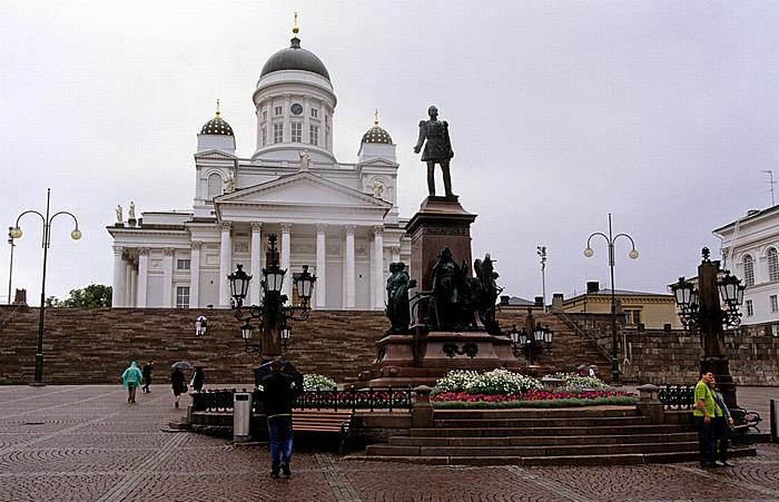 Helsinki Kruununhaka: Senatsplatz (Senaatintori) mit dem Denkmal für Alexander II. Dom