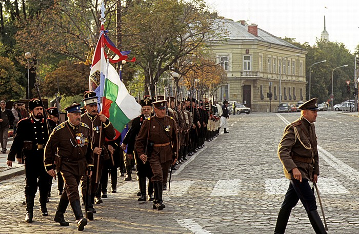 Sofia Alexander-Newski-Platz: Militärparade in historischen Uniformen