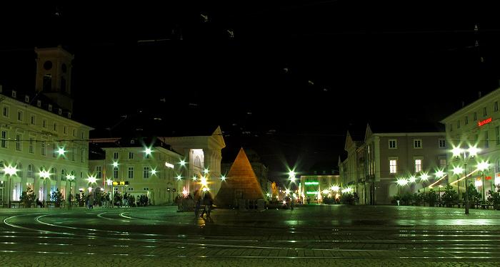 Marktplatz mit Karlsruher Pyramide und Großherzog-Ludwig-Brunnen Evangelische Stadtkirche Rathaus