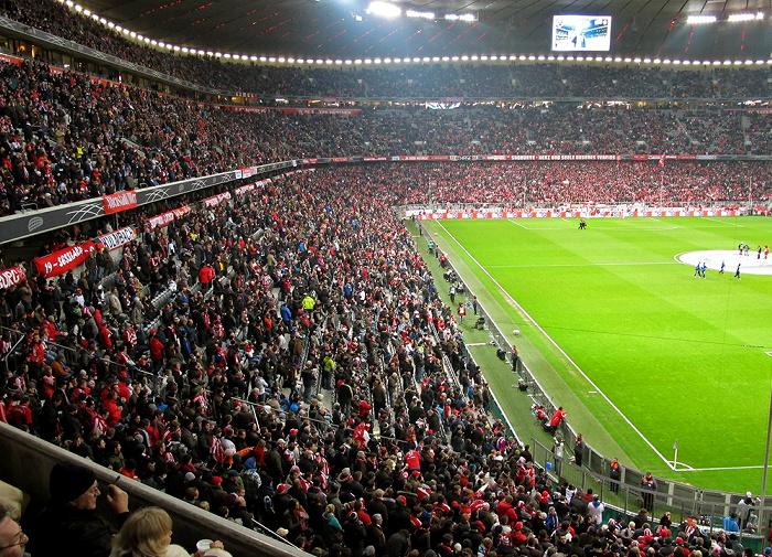 München Allianz Arena: Osttribüne (Gegentribüne) und Südtribüne