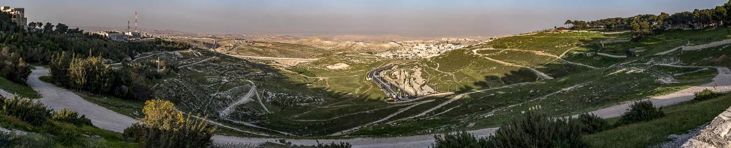 Blick vom Ölberg auf das Jordantal und die Palästinensischen Autonomiegebiete Jerusalem