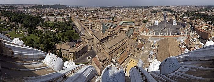 Blick von der Kuppellaterne des Petersdom: Vatikanische Gärten, Vatikanische Museen, Petersplatz
