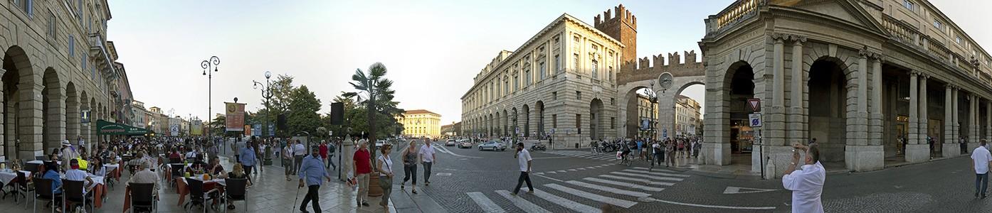 Centro Storico (Altstadt): Piazza Bra, Palazzo della Gran Guardia, Portoni della Bra Verona