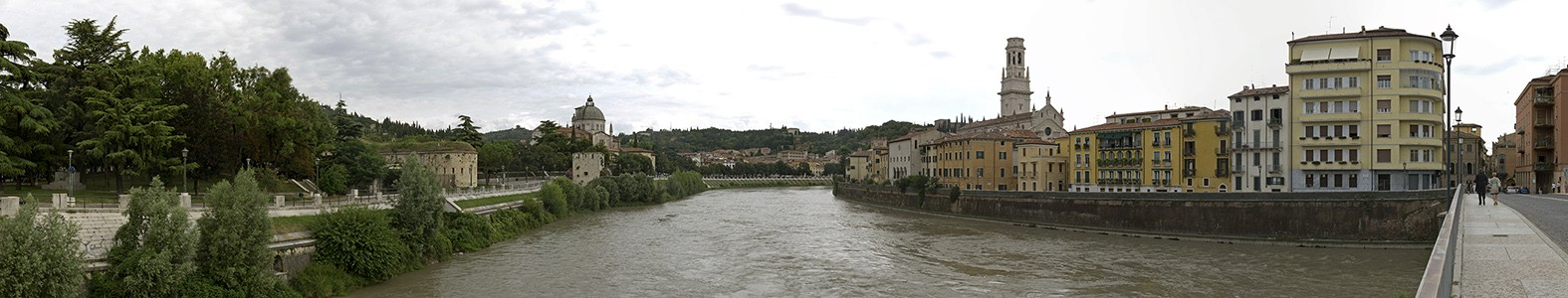 Verona Centro Storico (Altstadt): Blick von der Ponte Garibaldi Duomo Cattedrale di Santa Maria Matricolare Etsch San Giorgio in Braida