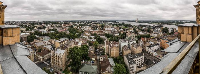 Riga Blick von der Akademie der Wissenschaften: Moskauer Vorstadt (Maskavas forstate) Düna Fernsehturm Riga Inselbrücke