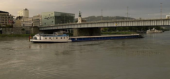Linz Donau, Neues Rathaus, Ars Electronica Center, Stadtpfarrkirche Uhrfahr, Nibelungenbrücke