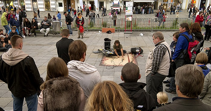Linz Altstadtviertel: Hauptplatz - Pflasterspektakel