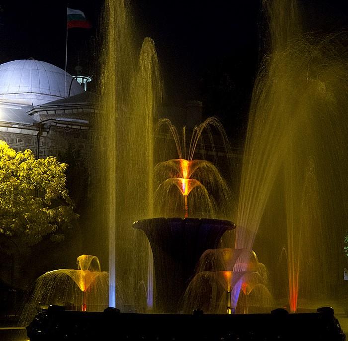 Sofia Atanas-Burov-Platz: Brunnen Nationales Archäologisches Museum
