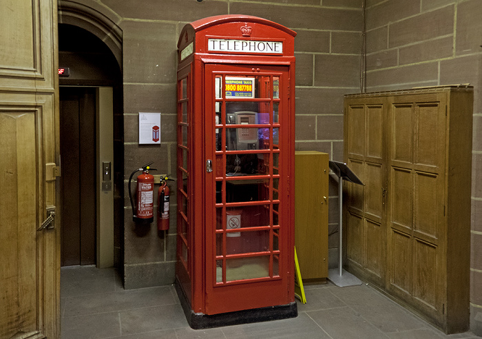 Liverpool Cathedral: Rote Telefonzelle (Modell K6)