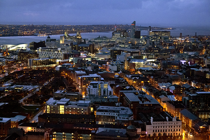 Blick vom Turm der Liverpool Cathedral: Stadtzentrum